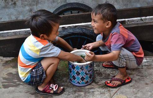 Foto van twee spelende jongens