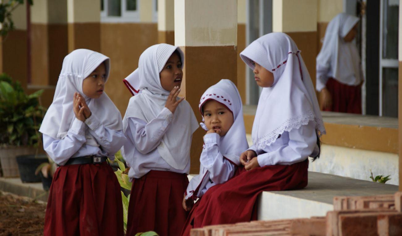 Meisjes Indonesië naar school Think Volunteer