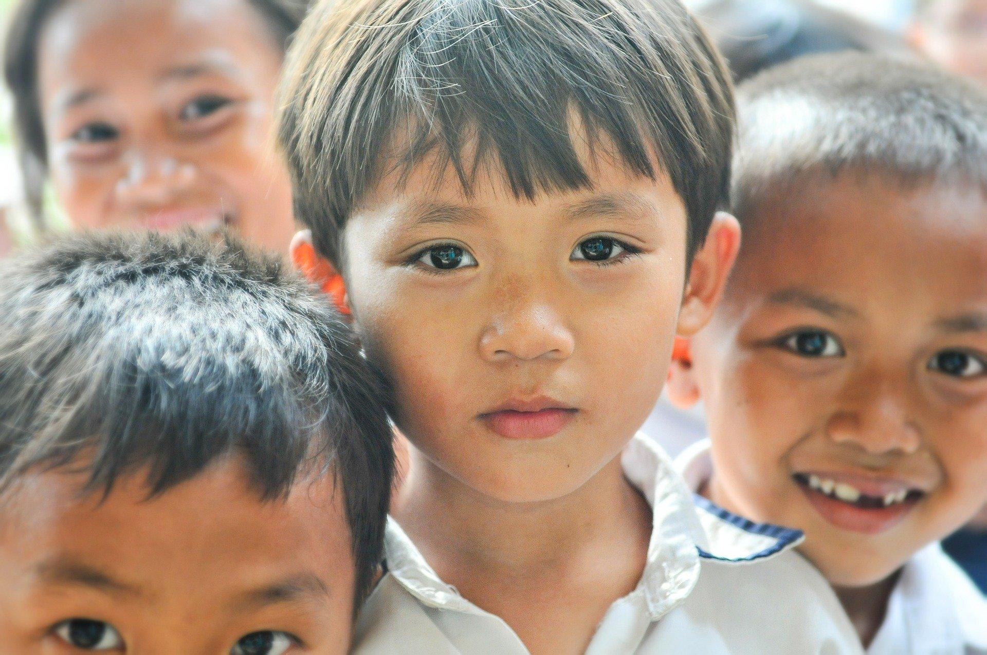 Afbeelding van een groep kinderen met de tekst 'Onderzoek'