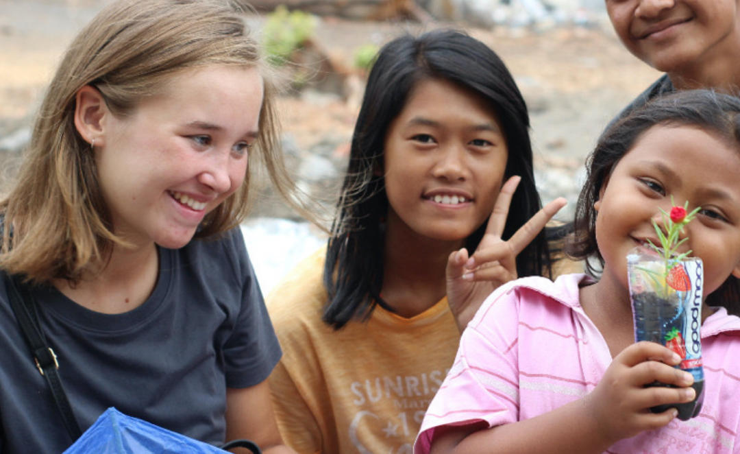 Annabelle working with kids - Think Volunteer